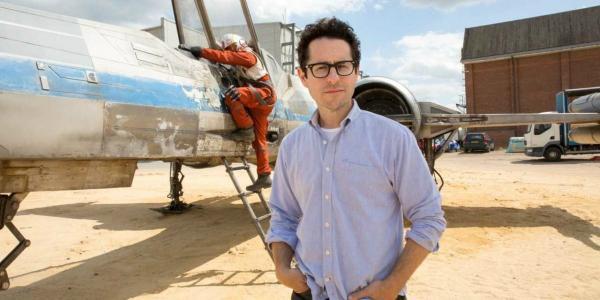 Джей Джей Абрамс вернулся в режиссерское кресло «Звездных войн»